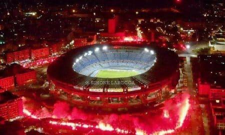 สวยงาม ! แฟนบอลรวมตัวรอบสนาม นาโปลี ไว้อาลัยแก่ มาราโดน่า